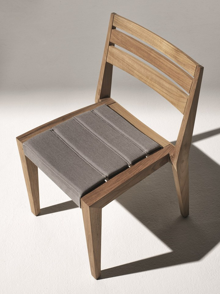Ribot. The 'remise-en-forme' of the classic teak armchair